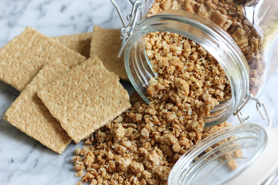 Graham Granola - A tasty granola recipe that's easy to make and has all of the nutty, buttery, honeyed sweetness of graham crackers! | www.worthwhisking.com
