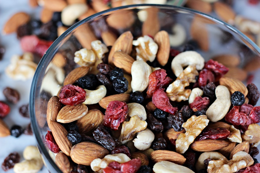 Berry Healthy Trail Mix – A delicious mix of nuts and berries full of tremendous health benefits. A great on-the-go snack! | www.worthwhisking.com