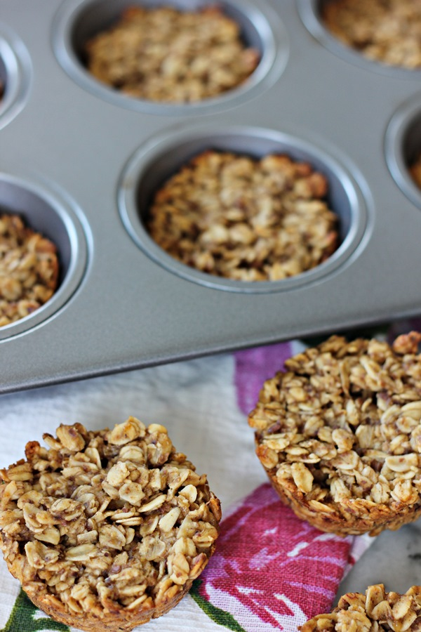 Healthy Honey Peanut Butter Banana Oatmeal Bites – A hearty, delicious on-the-go snack or breakfast treat that just happens to be good for you! | www.worthwhisking.com